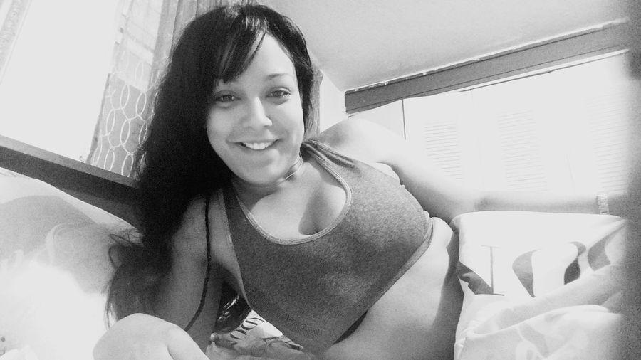 That's Me Enjoying Life Bang Bang!!  Kiss Kiss Relaxing Wishyouwerehere Sexyselfie Queen👑 Acabando De Despertrnos HaHa😅💤🙉😝 GoodMorning⛅