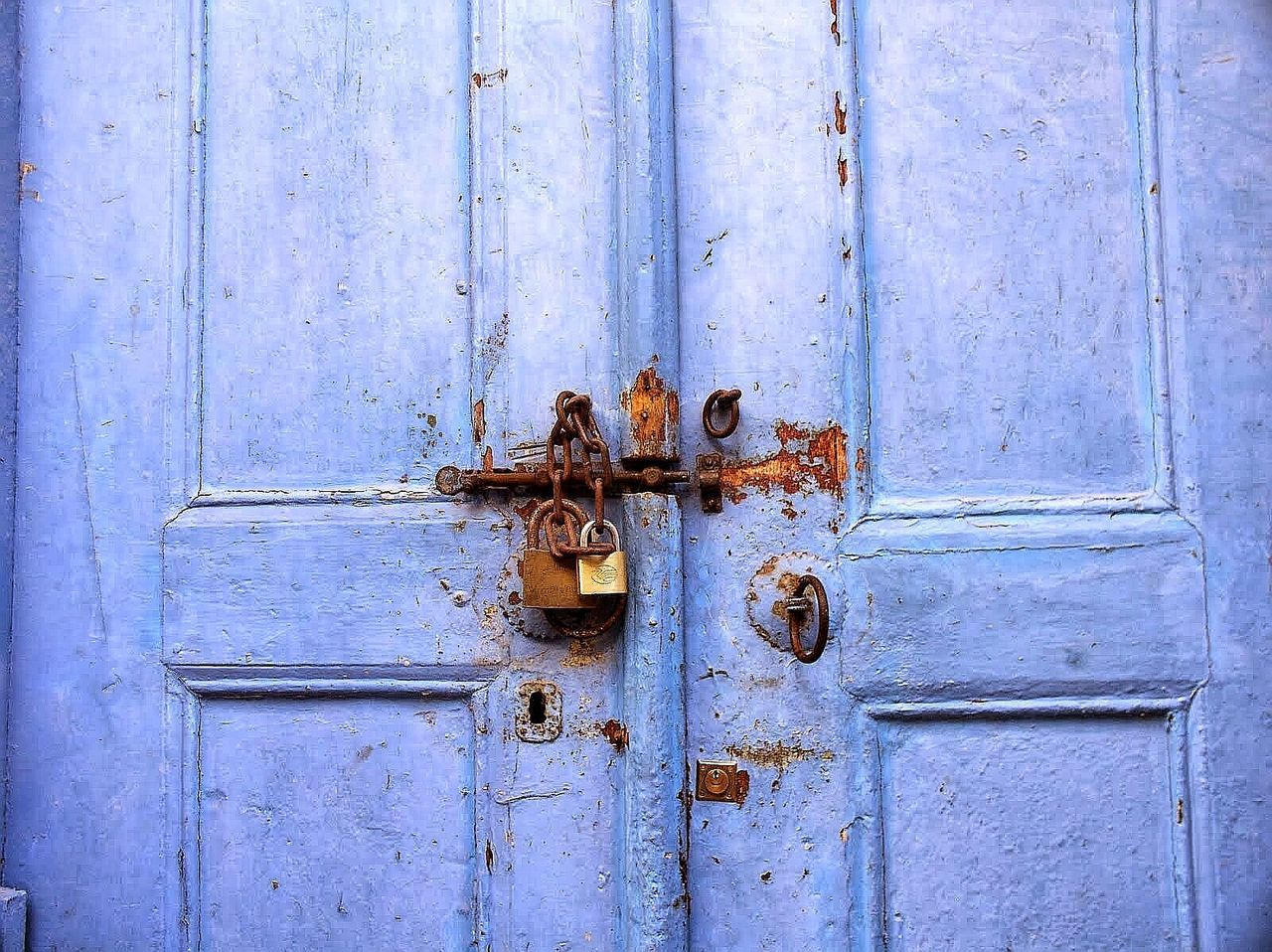 door, closed, outdoors, day, protection, close-up, wood - material, no people, safety, weathered, full frame, rusty, latch, backgrounds
