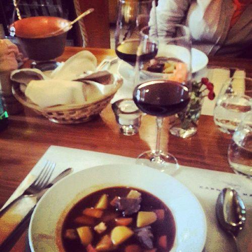 Macar yemekleri ve Macar saraplari ile basladik bakalim. Budapest