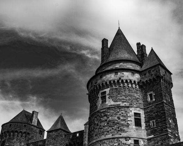 Architecture Black & White Black And White Blackandwhite Blackandwhite Photography Blackandwhitephotography Bretagne Bretagnetourisme Building Exterior Castle Castles Cloud - Sky France Sky Torce