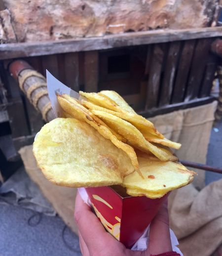Human Hand Food And Drink One Person Holding Human Body Part Food Real People Unhealthy Eating Human Finger Freshness Take Out Food Close-up Fast Food Indoors  Ready-to-eat Day People Patatas Fritas😍chips