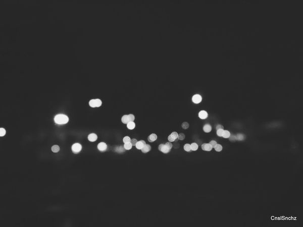 Así. Como se escapa el agua entre los dedos. Night Defocused Illuminated No People Outdoors City Check This Out Cnslsnchz Fotografia Light And Shadow Possessed By You◇ Black & White Black And White Photography Lights Luces Luces Y Sombras Luces De Ciudad Ligths In The City Ligth In The Dark... Luz Y Sombra  Luz E Sombra Luz