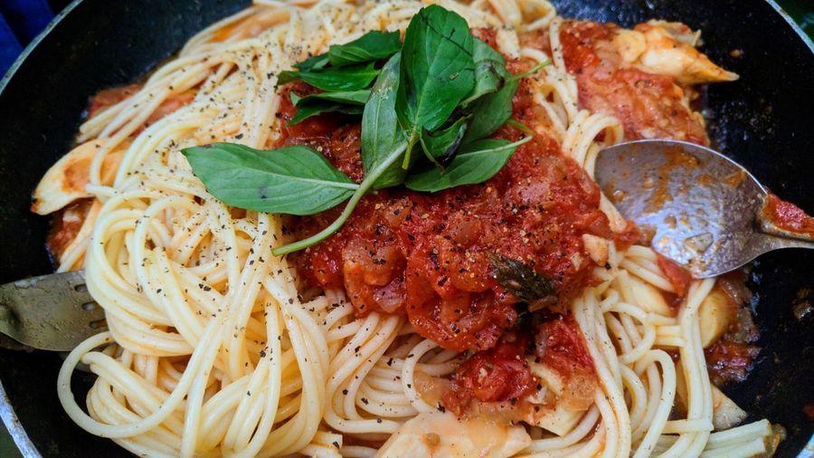 Spaghettis Italian Food Basil Leaf Plate Close-up Food And Drink