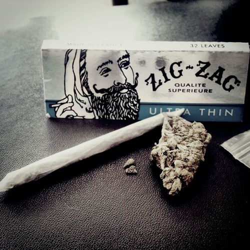 Smoking Weed Weed Marijuana 420 Zig-zag