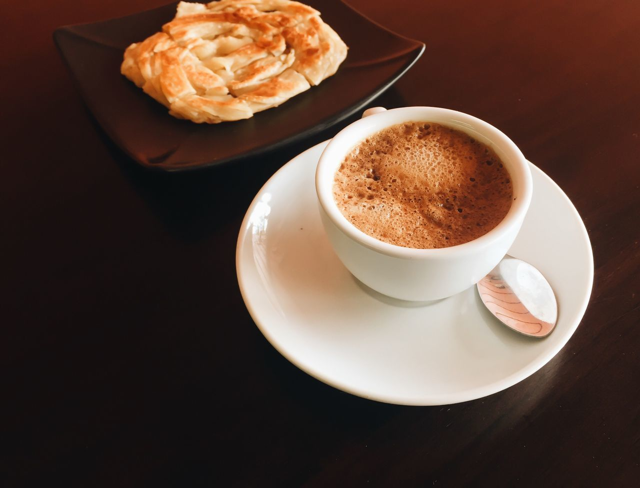 coffee cup, coffee - drink, food and drink, drink, table, saucer, refreshment, frothy drink, no people, indoors, plate, freshness, cappuccino, close-up, day