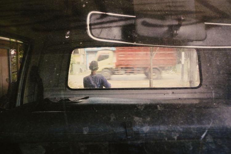 Transportation Window Land Vehicle Wet Car Interior Passenger Seat Wireless Technology People Outdoors Train - Vehicle Sitting Mode Of Transport Car Wash Street Photography EyeEmNewHere The Week On EyeEm Full Length Motion The Street Photographer - 2018 EyeEm Awards