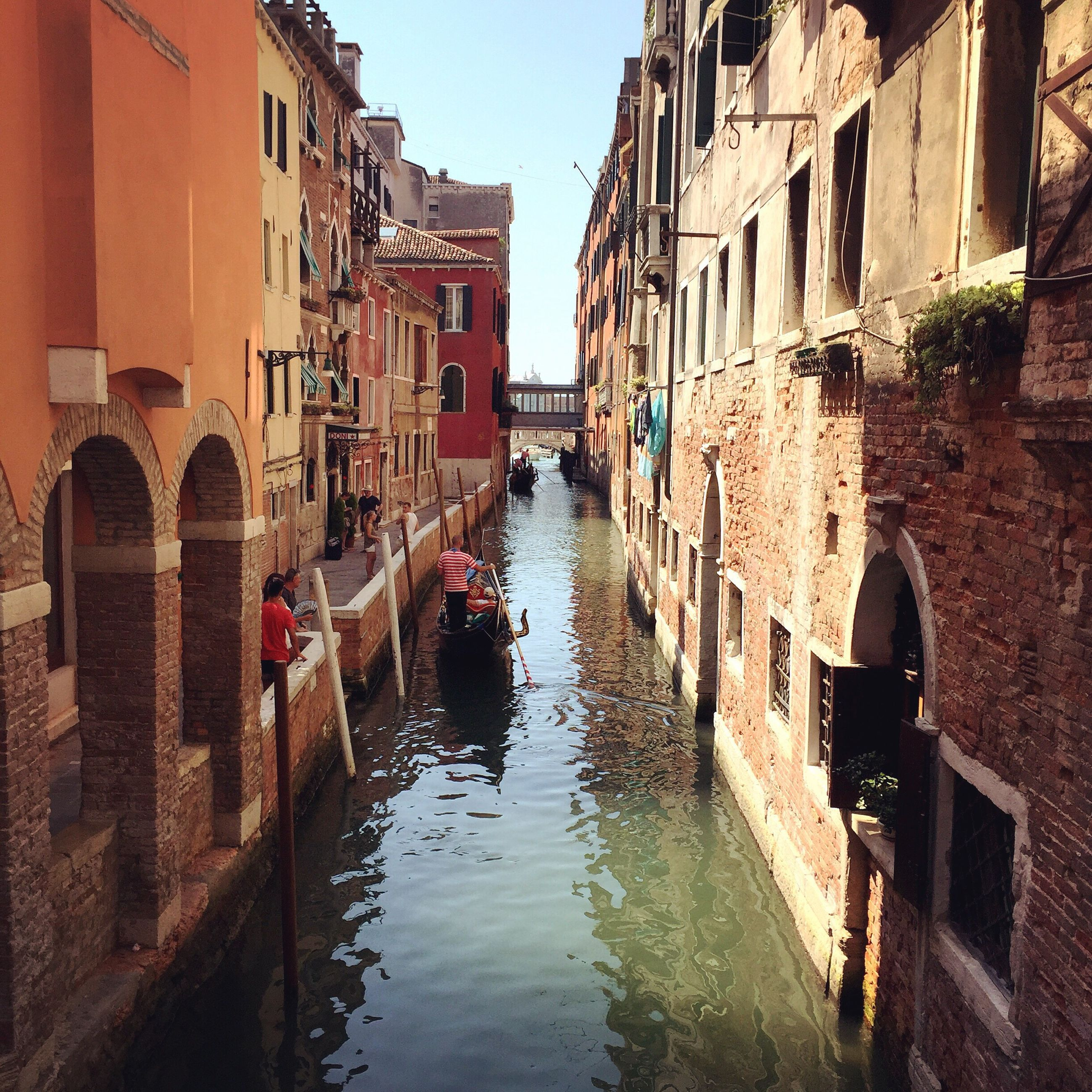 architecture, built structure, building exterior, canal, water, waterfront, residential building, residential structure, building, transportation, reflection, nautical vessel, boat, house, arch, diminishing perspective, mode of transport, city, narrow, town
