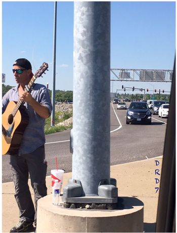 Play a little Song for me ! Real People Outdoors One Person Car City Communication 😀