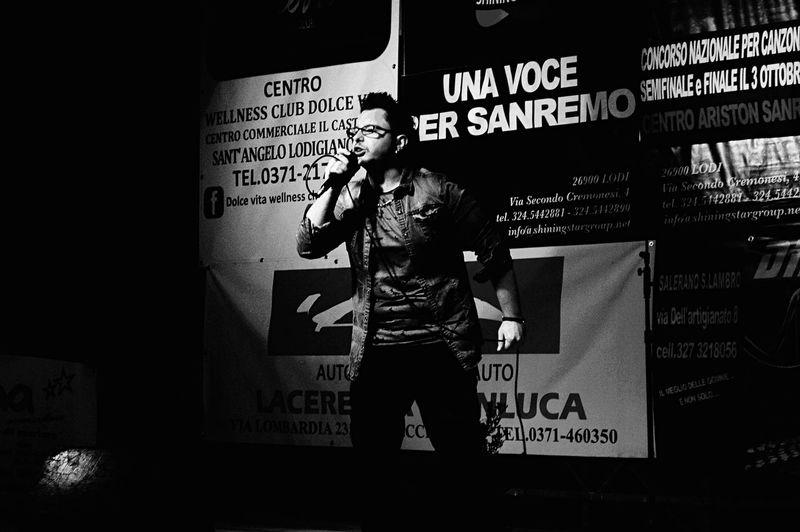 Sing Unacanzonepersanremo Communication Men One Person People Real People Day Fapo Serata Summer Palco Palco Per Musicisti