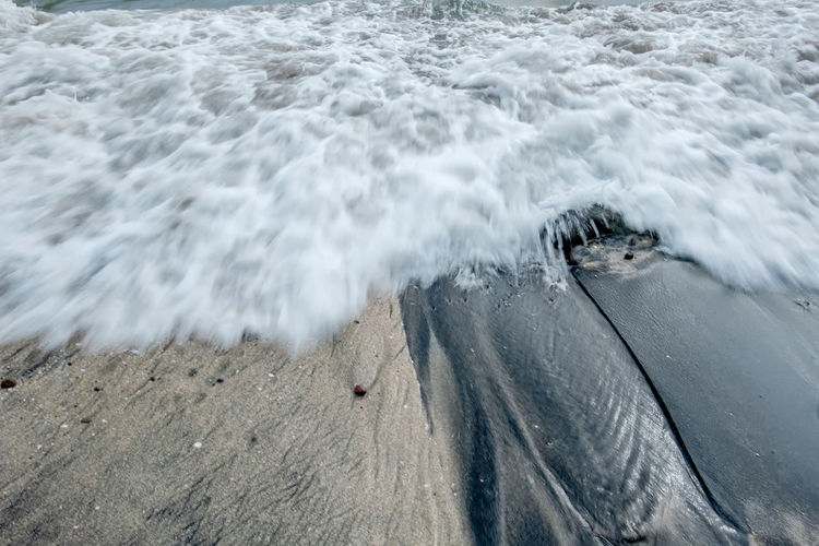 Moving wave hit