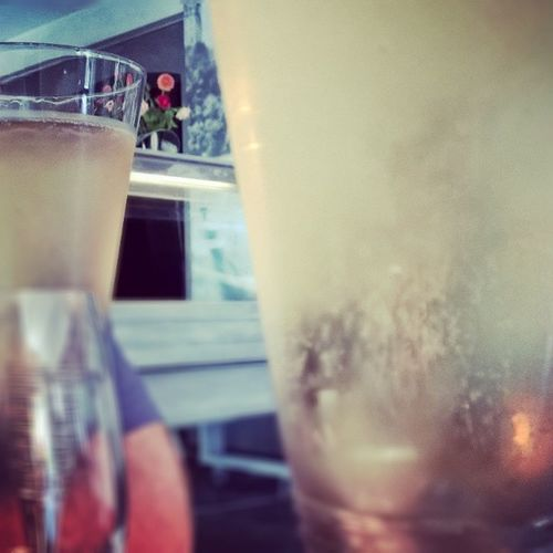 Coupettes ultra fraiches. Bonheur Birthday Champagne Wino Resto