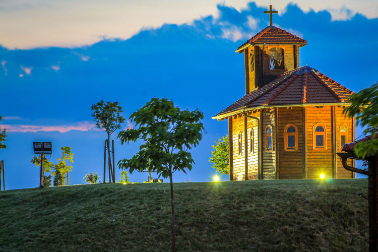 Chapel at dusk Chapel Dusk Croatia🇵🇾 Croatian_photography Croatia ❤ Croatiafulloflife Croatia ♡ Idilic Tree Place Of Worship Religion Business Finance And Industry Sky Architecture Building Exterior Built Structure Cloud - Sky