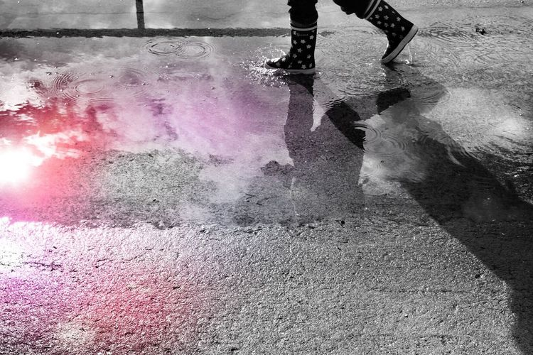 Walk to the color... Walking Reflection Water City Life City Life Street Photography Street Life Shootermag AMPt - Shoot Or Die Enjoying Life
