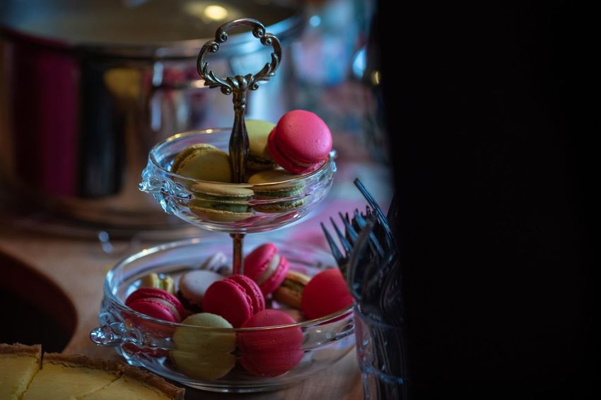 sweet temptation Food Food And Drink Table No People Still Life Glass - Material Indoors  Fruit Container Focus On Foreground Freshness Close-up Transparent Healthy Eating Bowl Glass Sweet Food Wellbeing Selective Focus Decoration Temptation Macarons