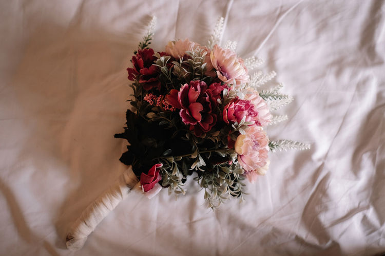 Flower Flowering Plant Plant Beauty In Nature Freshness Fragility Vulnerability  Rosé Bouquet Flower Arrangement Rose - Flower Flower Head Nature Indoors  Close-up Petal Bed Inflorescence White Color High Angle View No People Bunch Of Flowers Softness
