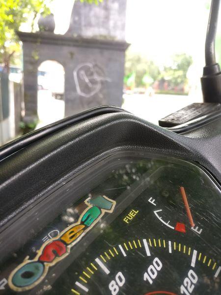 Oneplus3 Oneplus Streetphotography Street Photography Dashboard Daylight Sunny Sunny Day Black Bokeh Bokeh Photography Fuel Motorcycle Motorcycles