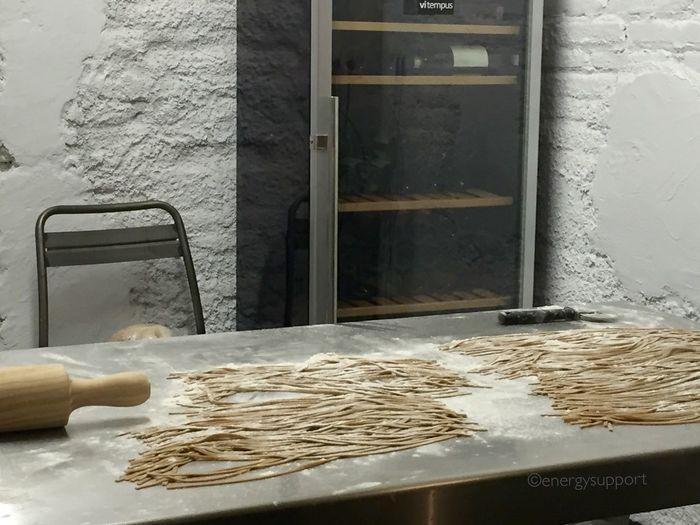 #CUBICARESTAURANT Restaurant Foodie Foodporn Pasta Fresh Produce Italian Cubica Restaurant Exquisite Spagetti EnergySupportBcn #CUBICA #EsperienziaItaliana #MatteoyAndrea #restaurante #MadeItaly 🇮🇹 #Monza Tras recomendación de 2 grandes #Gourmands . Un imprescindible para los amantes del saber comer, abiertos desde el mes de abril 2015; Matteo ex #chef del restaurante Xemei, Andrea al mando del #restaurante, un #tándem perfecto, donde te aconsejan y te hacen sentir como en casa. Dara mucho de qué hablar su exquisita #Gastronomia #equipo de trabajo, una gran familia. Conversando con varios clientes y todos quedan maravillados tanto por su buena #cocina como con su exquisito trato.Por eso #repiten . Carta pequeña pero con unos platos 🔝🇮🇹
