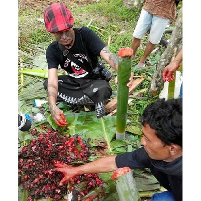 Usai jagal tedong, mari kita masak Pa'piong, Randanbatu. Rambu Solok. Toraya DiscoverIndonesia Indonesianculinary Traditionalfood localdellicacy localfood worldstreetfood instanesia instafood indo foodforchange spicy travel foodstagram culinaryadventure fooddiplomacy TRIBAL indonesia