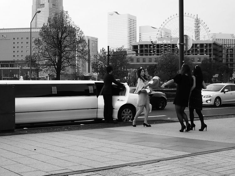 B&w Street Photography Hanging Out Relaxing Taking Photos Enjoying Life Monochrome Cityscapes Photos Around You