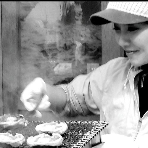 Vendor Beautiful Woman Seafood Crab Crab Guts Delicious Innards Foodphotography Tsukiji Fish Market Streetphotography Bnw Bnwphotograhy Bnwshotz Bnw_city Bnwstreetphotography Bnwjapan Bnwtokyo Japanstreetphotography Tokyostreetphotography Tokyo Japan Winter 2016 TokyoDec2016 JapanDec2016