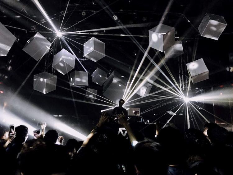 Monochrome Photography Club Tokyo Arts Culture And Entertainment Illuminated Nightlife Light Beam Music Fun Love Beautiful Light Japan 東京 日本 일본 도쿄 클럽