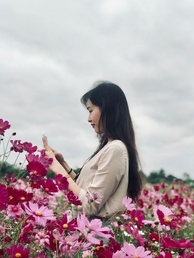 Cosmos Cosmos Garden Cosmos Field Cosmos Flower Flower Flowering Plant Plant One Person Lifestyles Young Women Sky Young Adult Cloud - Sky Nature Real People Beauty In Nature Leisure Activity Freshness Adult Women Standing Casual Clothing