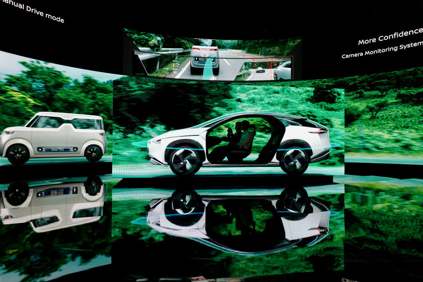 TMS2017 Tokyo Motor Show 2017 Nissan INTERIGENT MOBILITY Demonstration Stage : Q Typ116 28mm F/1.7 handheld Full Length No crop de Good morning Tokyo Reflection Light And Shadow Future Vision Future Car Low Position Motor Show Nature Photography Arts Culture And Entertainment Car Close-up Demonstration Land Vehicle Low Light Photography Projected Images Transportation Tree 東京モーターショー 東京モーターショー2017