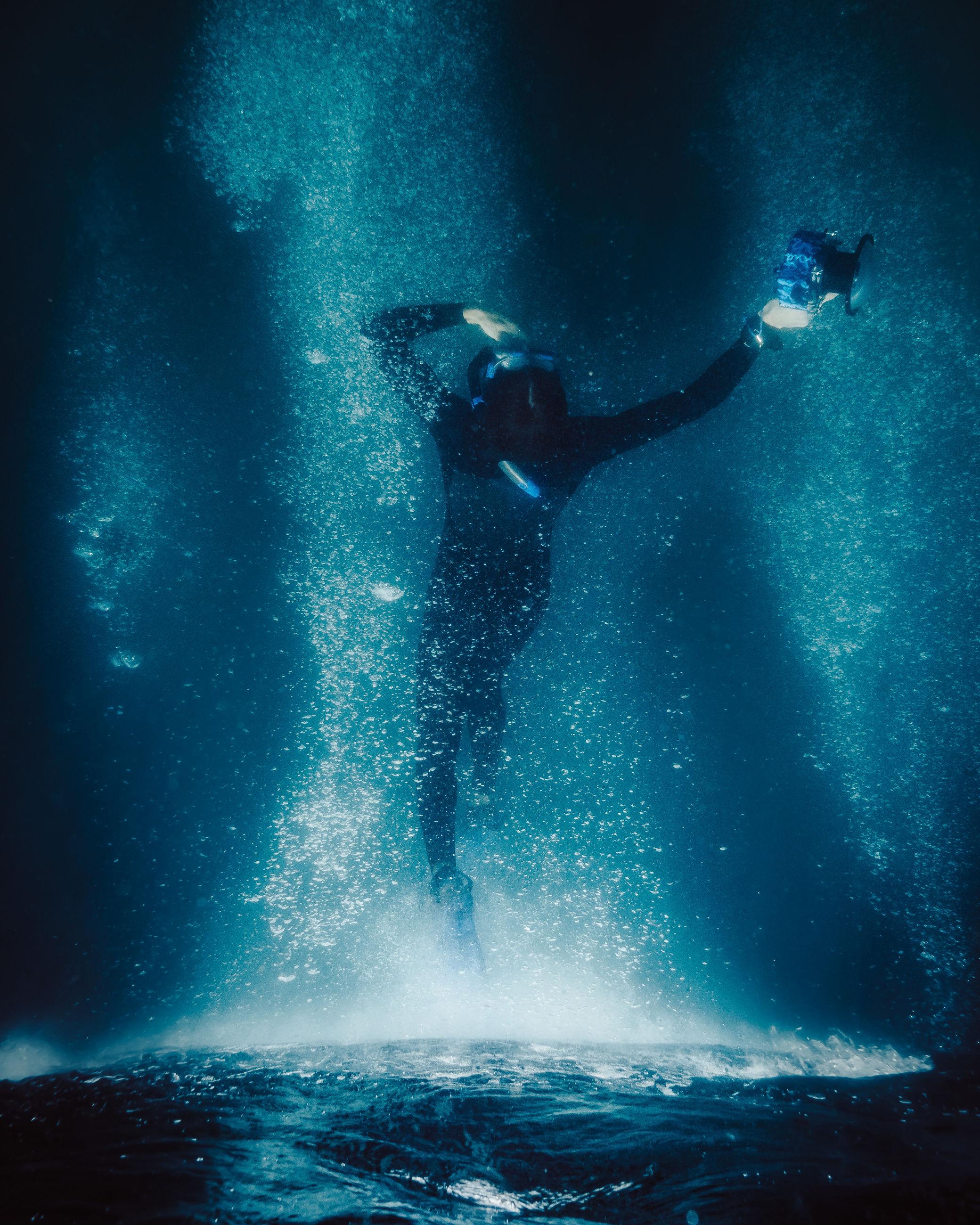 sea, water, underwater, sport, aquatic sport, undersea, full length, adventure, swimming, nature, motion, scuba diving, men, exploration, leisure activity, one person, diving flipper, diving equipment, outdoors, underwater diving, human arm