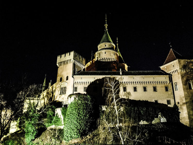 Bojnice Bojnice Slovakia Castle EyeEmNewHere Slovakia Travel Photography Architecture Bojnicecastle Building Exterior Built Structure Clear Sky History Illuminated Low Angle View Night No People Outdoors Sky Travel Destinations