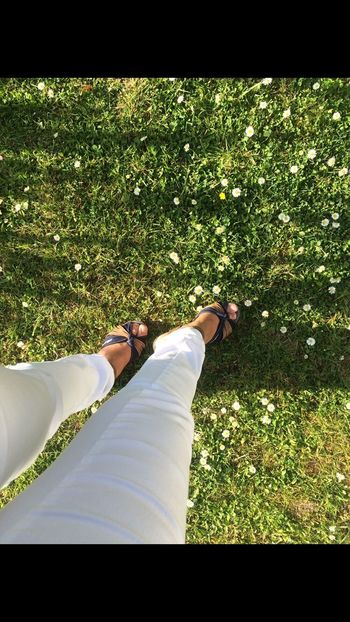 Springtime Flowers Between My Feets ☀️☺🌺