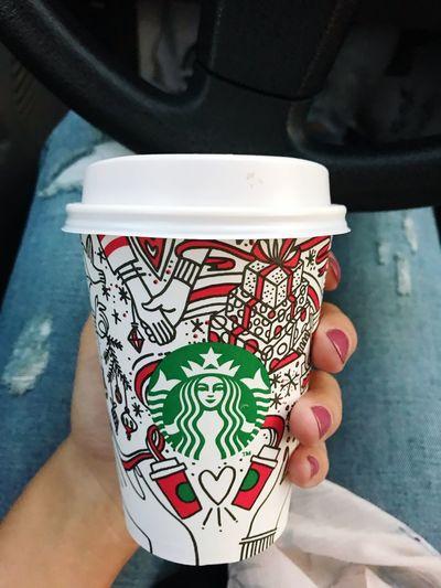 💚☀️☕️ 🎄❄️ Starbucks Coffee Green Chrismas Love Coffee Lights Morning Nailpolish Holding Freshness EyeEmNewHere Colour Your Horizn