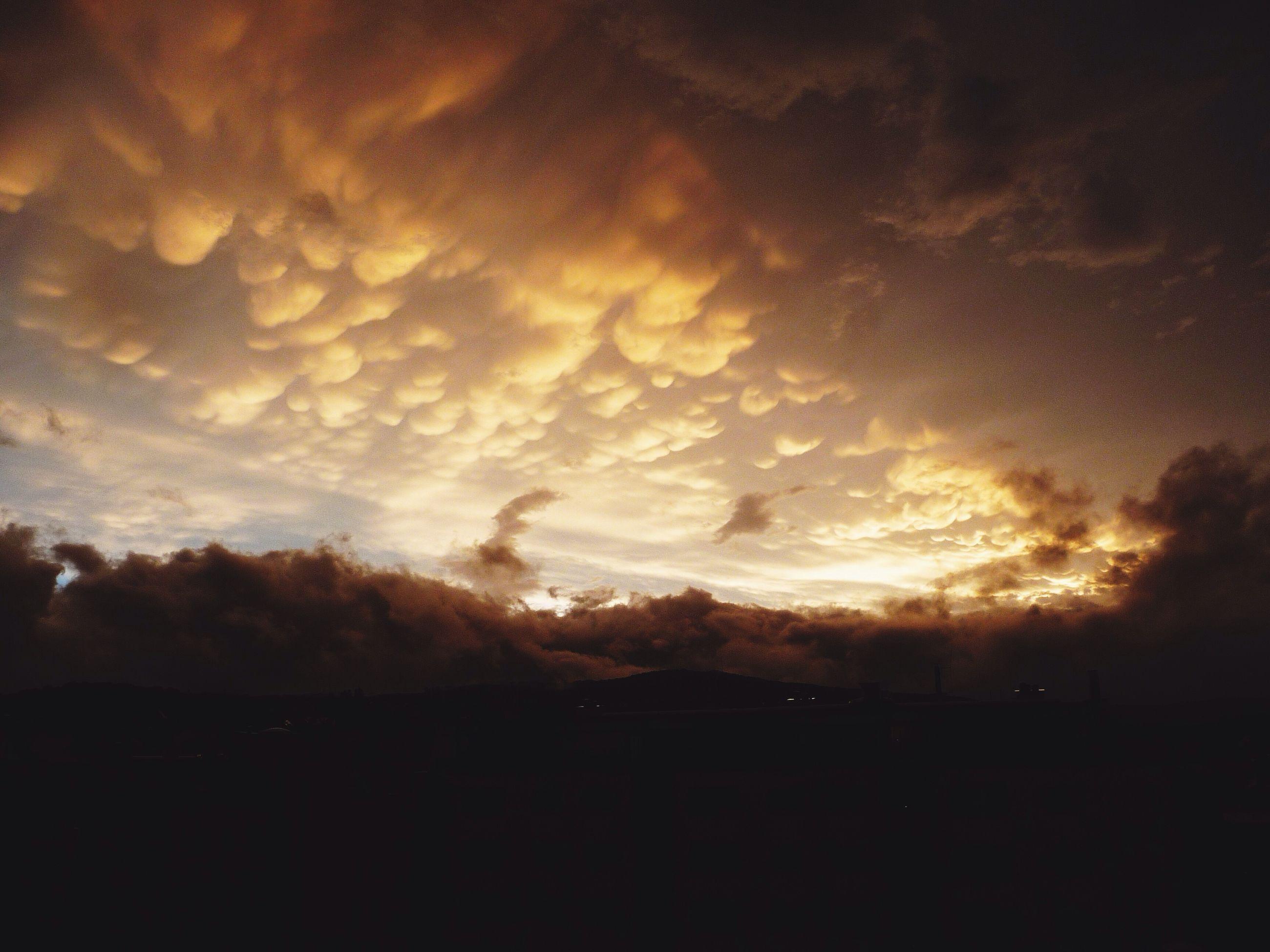 sunset, silhouette, sky, scenics, cloud - sky, beauty in nature, tranquil scene, tranquility, orange color, nature, dark, idyllic, dramatic sky, landscape, cloud, outdoors, sun, dusk, cloudy, no people