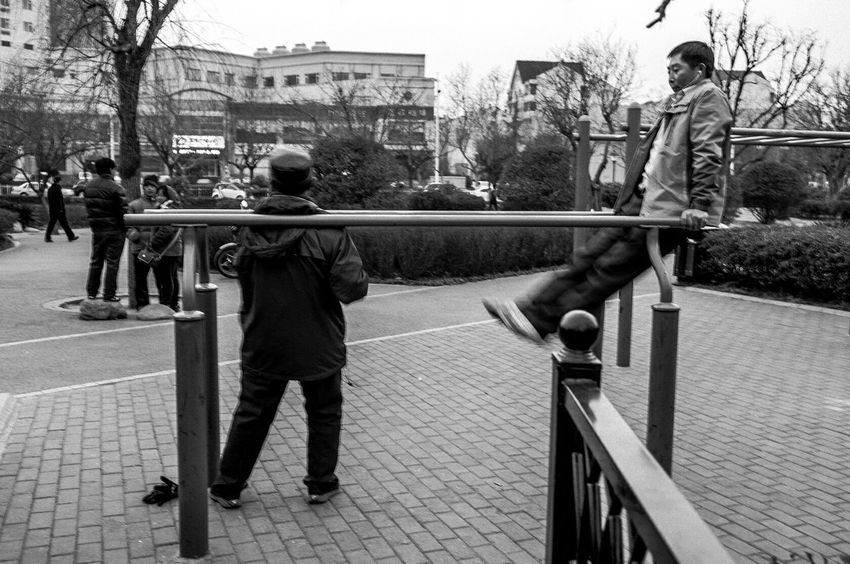 Streetphotography 纪实 Streetphoto_bw Enjoying Life Blackandwhite Leica Photo Taking Photos