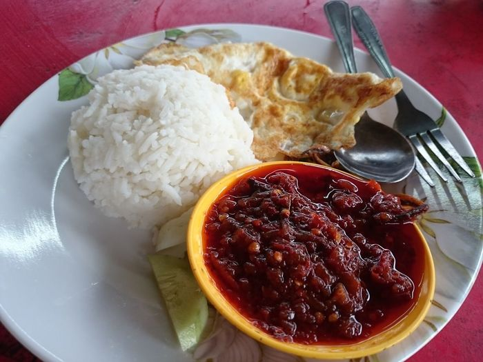 Nasi lemak with sambalFood And Drink Food Ready-to-eat Plate No People Indoors  Freshness Serving Size Table Healthy Eating Homemade Egg Yolk Boiled Close-up Comfort Food Day Nasi Lemak Nasi Lemak Malaysia Nasi Lemak For Breakfast Malay Food Malaysian Food Malaysian Food And Drink Breakfast