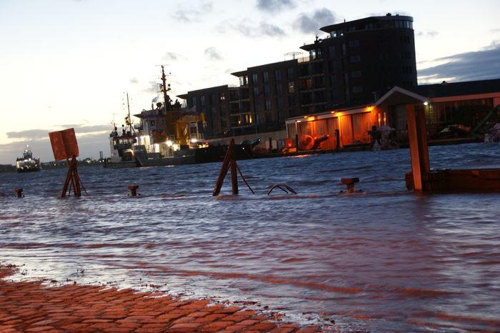 Bremerhaven Flood Geeste Hafeneinfahrt Lotsenhaus Port Entrance Storm Flood Sturmflut Weser überschwemmte Strassen