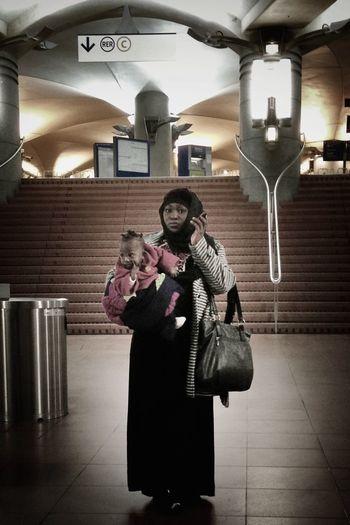 Bonne fête des mères, les filles. :) Happy French Mother's Day, girls! :) Streetphotography Subway IPhoneography Happy Mother's Day!