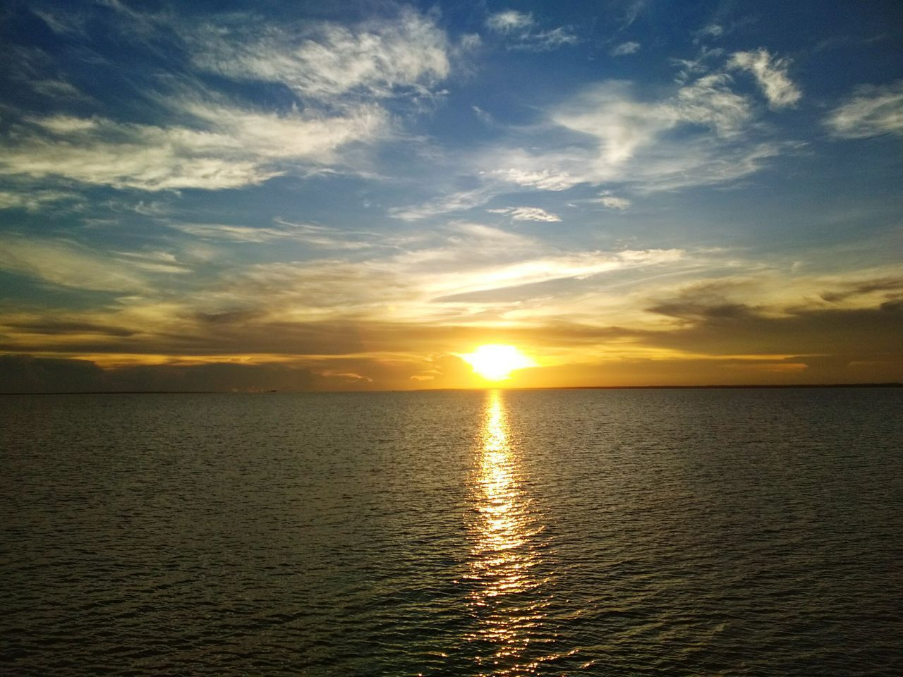 sunset, sun, sea, scenics, water, tranquility, nature, beauty in nature, sky, tranquil scene, sunbeam, reflection, idyllic, sunlight, horizon over water, no people, rippled, silhouette, holiday, outdoors