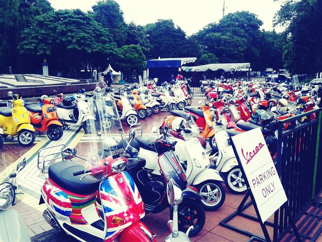 Vespa parking only ? Vespa Indonesia Vespaindonesia