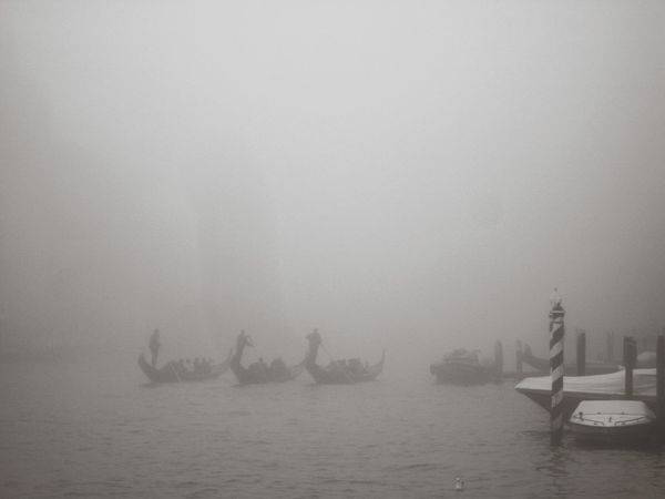 Gondoliers Gran Canal Rowing In The Fog Number 2 Gondola - Traditional Boat Water Fog Rowing Sailing Sky Be Brave