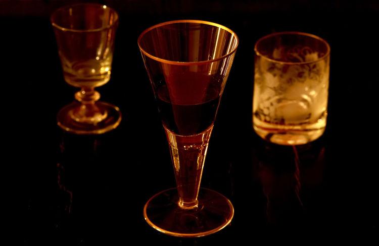 Stillleben mit Weinglas,Germany Antiquität Antiquitäten StillLifePhotography Alcohol Antik Black Background Close-up Drink Indoors  No People Shot Glass Still Life Wine Wineglass