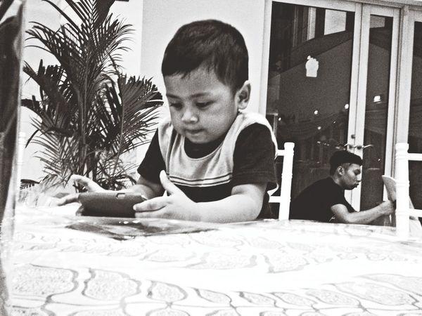 Iphonephotography People Watching Blackandwhite Capa Filter