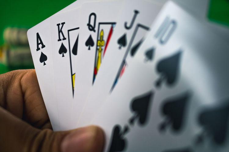 Casino Gambling Card Betting Cards Chip Close-up Gambler Gambling Human Hand Playing Poker - Card Game Winning