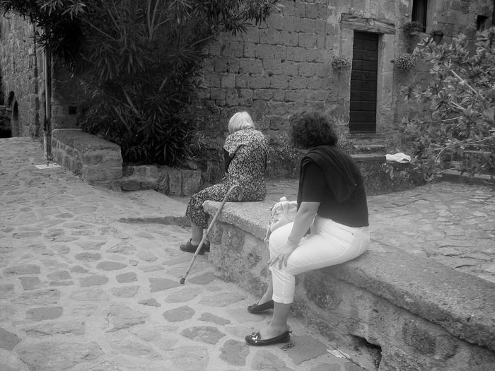 Two People Casual Clothing Rear View Togetherness Day Leisure Activity Real People Adult Lifestyles Sitting Building Exterior People Outdoors Village Life Rear View Senior Adult Italy Streetphoto_bw Orvieto, Italy EyeEmNewHere
