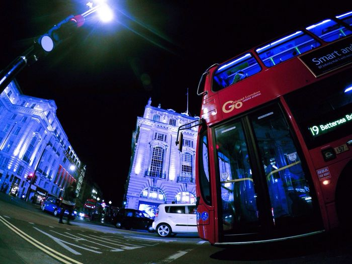 London Lifestyle London by night, so spectacular ! Enjoying Life Nightphotography Streetphotography Night Lights Light In The Darkness Exploring Goprohero4 Gopro Vscocam London Discovering