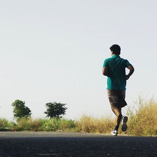 Let my sweat speak my worth. Running Runner Runninglove Nostopping 10Kms Fun Sweat Whp Whpactionpacked Whpappreciateearth @running_life_inspiration @everything_running_etc
