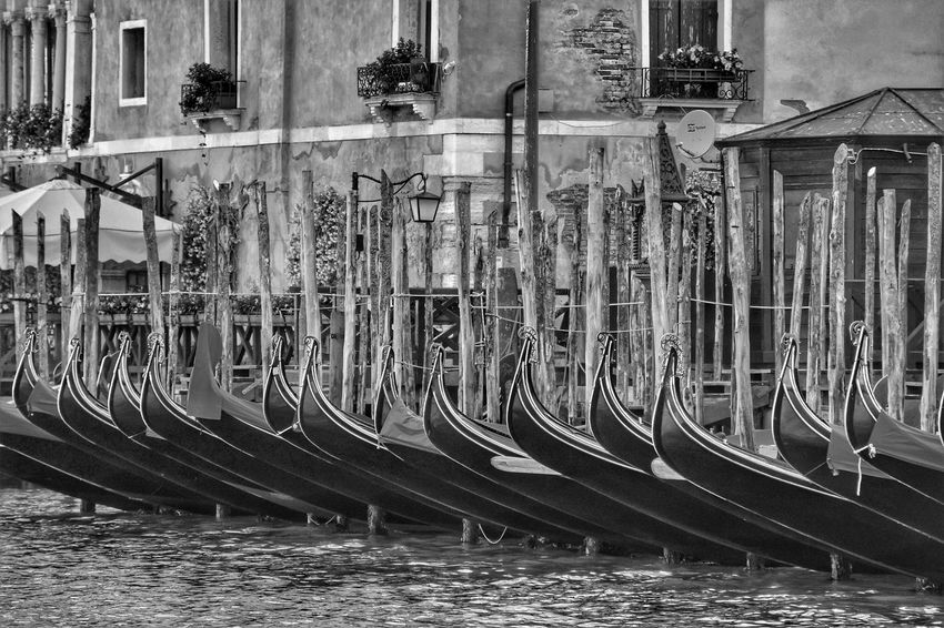 Blackandwhite Venice Gondola - Traditional Boat Boat Gondolier Gondola Gondole In Venice Week On Eyeem Water Full Frame Built Structure Architecture Street Art Waterfront Canal Nautical Vessel