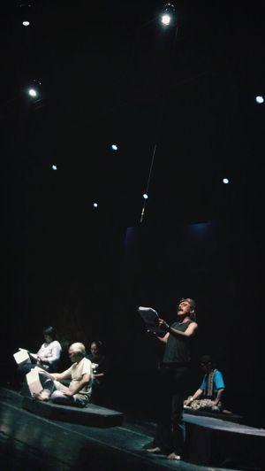 Gladiresik pentas pembacaan dan perayaan 80 menit oleh Landung Simatupang dkk. 'Di Luar Kobar Api dan Gugur Bunga' dari 'Anak Bajang Menggiring Angin karya Sindhunata'. Concert Hall taman Budaya, Selasa (2/11) pukul 20.00. Gratis. ArtPerformance