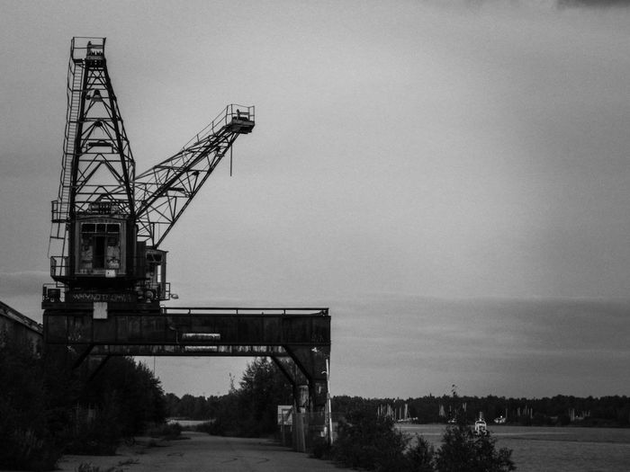 Old abandoned craneDocumenting Gävle Waterfront Cranes Construction Site Outdoors Sky Industry Day No People City Decay Decaying Structure Water The Week On EyeEm Blackandwhite Black And White Black & White Friday Black And White Friday Focus On The Story