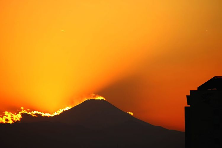 EyeEm Nature Lover Beautiful Mountain Beautiful Mt . Fuji Mountain Fujimountain In Sunset Autumn Fujimountain Mountain View Mountaintop Coulds And Sky Couldfire Fire Fujimountain Mt.Fuji Fire-burning