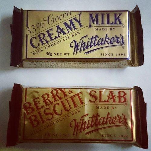 Dahil curious ako... Whittaker 's Creamymilk Chocobar Berryandbiscuitslab